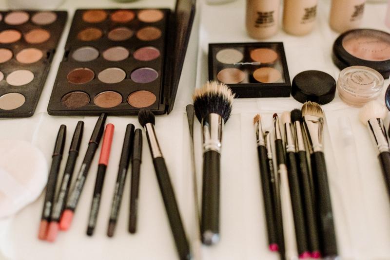 Behind-the-scenes-makeup-stylist(lilla-f.de)-branding-muenchen-portrait_02
