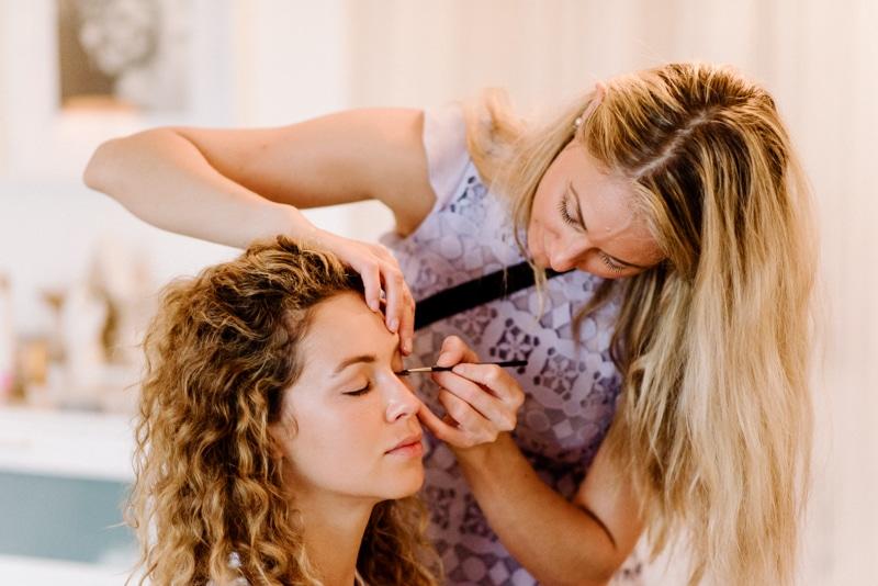 Behind-the-scenes-makeup-stylist(lilla-f.de)-branding-muenchen-portrait_10