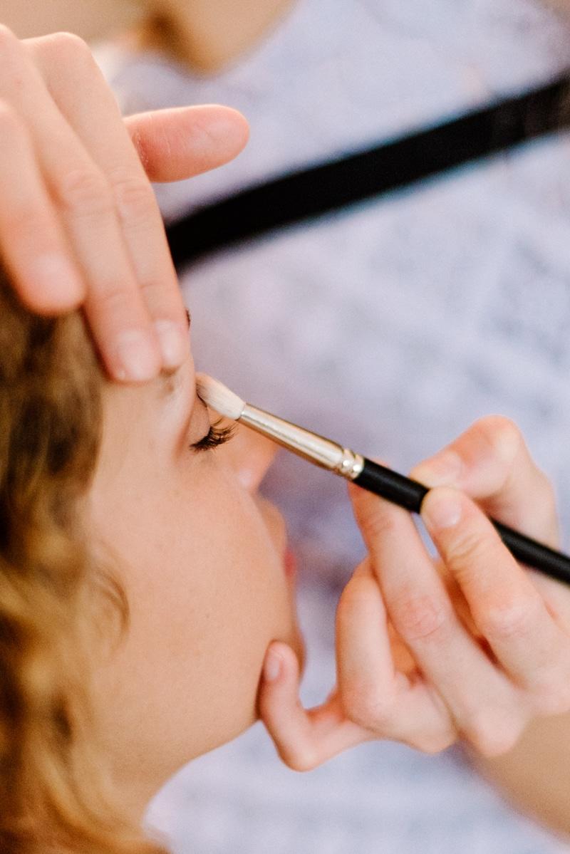 Behind-the-scenes-makeup-stylist(lilla-f.de)-branding-muenchen-portrait_15
