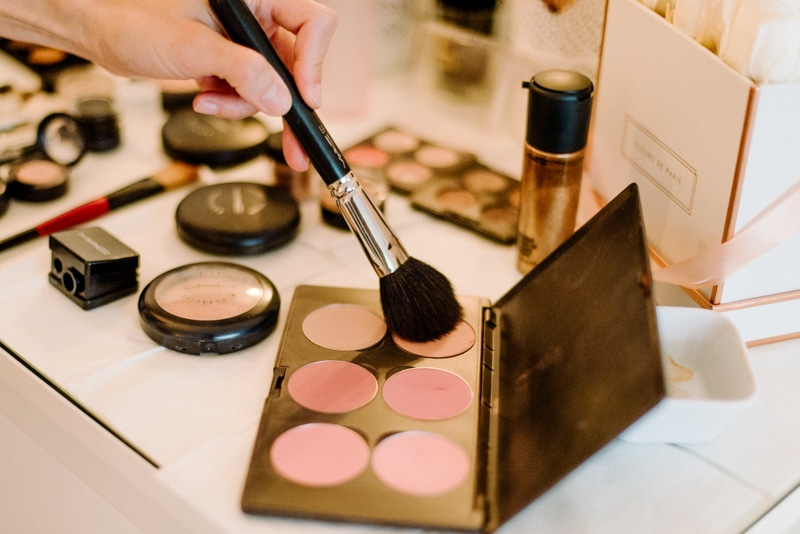 Behind-the-scenes-makeup-stylist(lilla-f.de)-branding-muenchen-portrait_18
