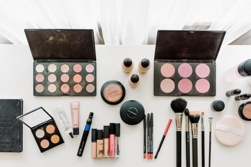 Behind-the-scenes-makeup-stylist(lilla-f.de)-branding-muenchen-portrait_32