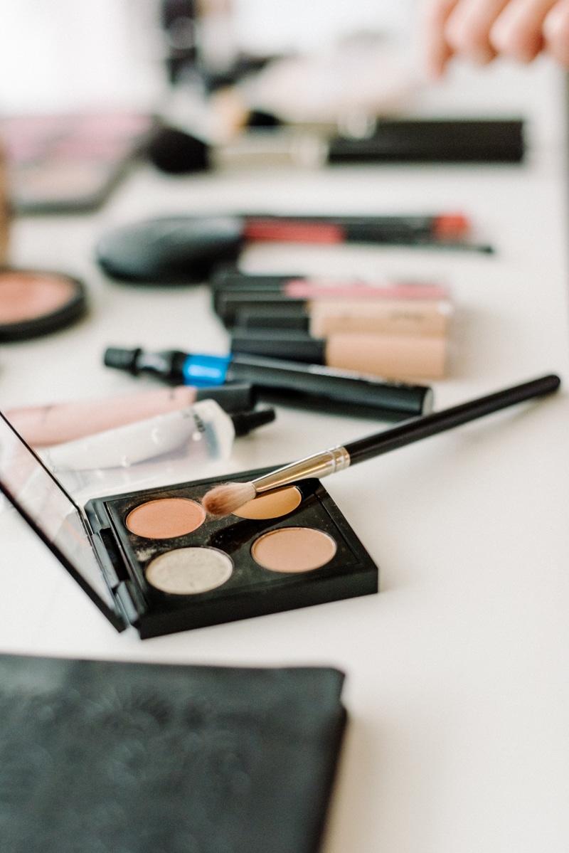 Behind-the-scenes-makeup-stylist(lilla-f.de)-branding-muenchen-portrait_35