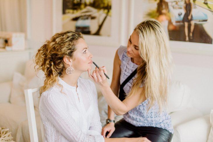 Behind-the-scenes-makeup-stylist(lilla-f.de)-branding-muenchen-portrait_42