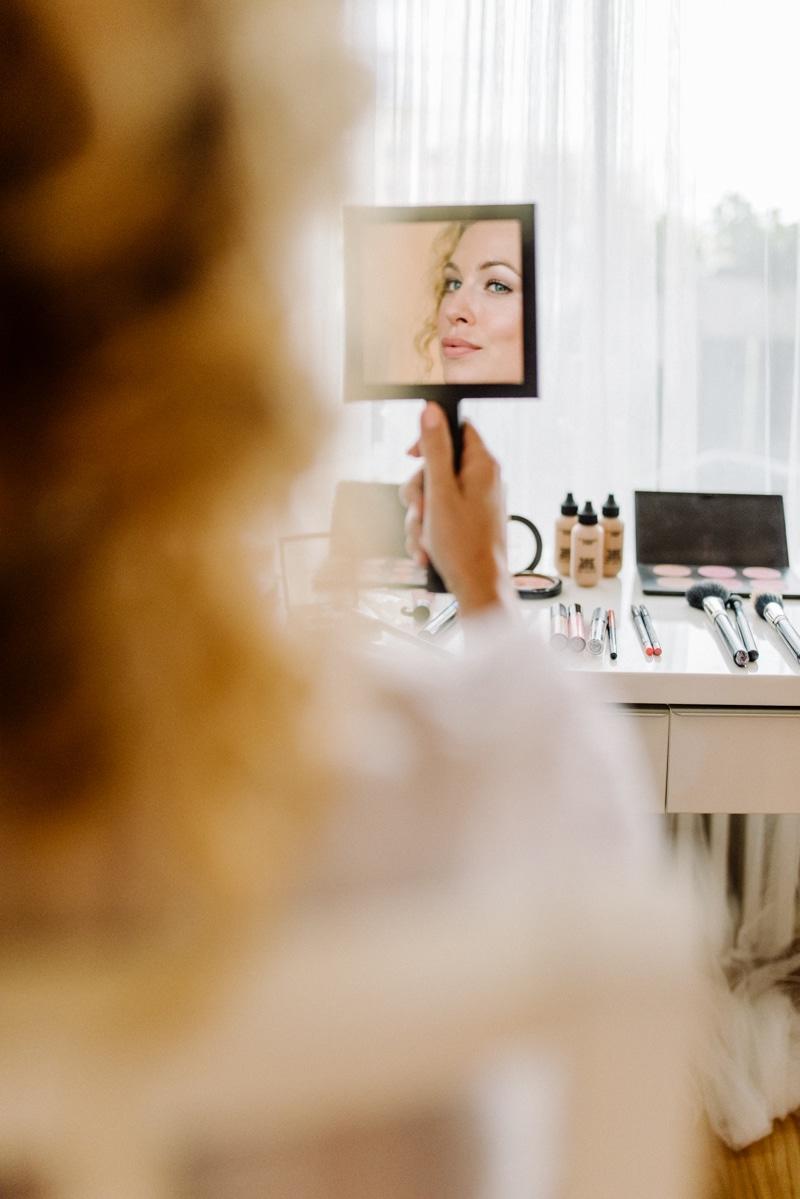 Behind-the-scenes-makeup-stylist(lilla-f.de)-branding-muenchen-portrait_59