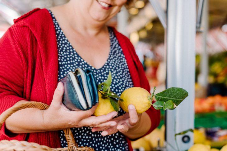 Brandingfotos Zitronen Frauenhände