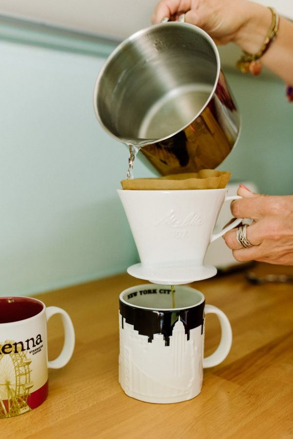 Filterkaffee aufgiessen Brandingfoto Business Alltag