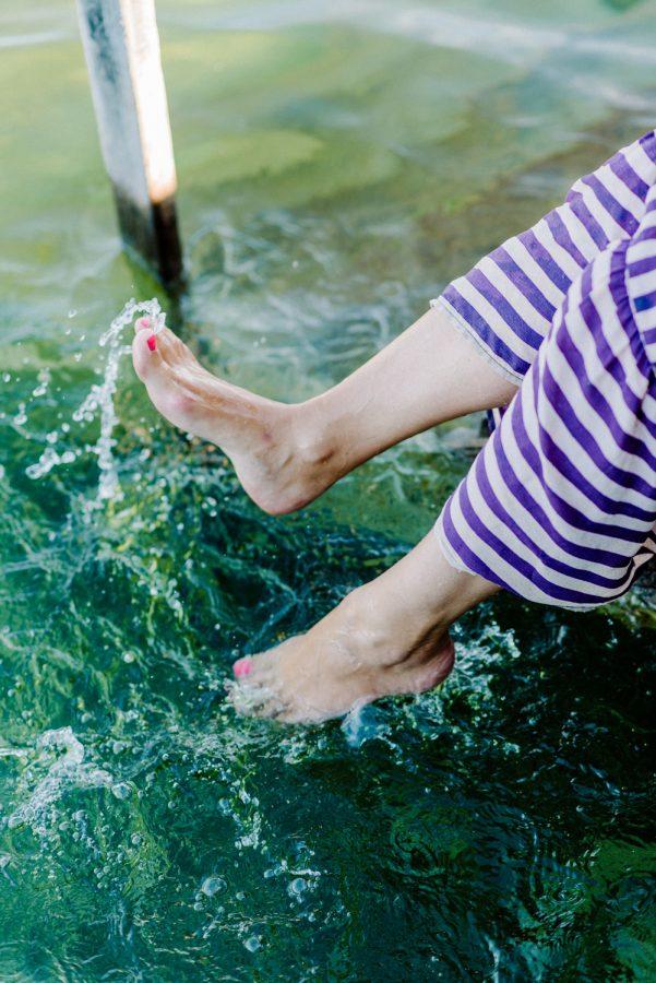 Füße platschen im Wasser Julia Loder Starnberg